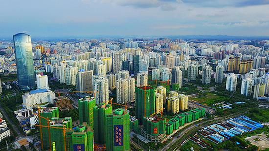 高楼林立的海口。视觉中国 资料