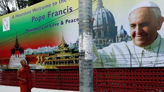 ▲缅甸首都仰光一个欢迎教皇方济各到访的横幅(路透社)