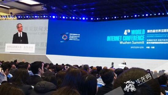 苹果公司CEO蒂姆·库克在第四届世界互联网大会上进行演讲。记者 黄宇 摄