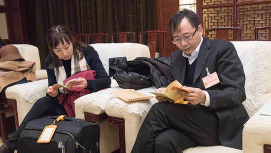 今天下午,在沪全国人大代表在人民大厦集中出发,赴京参加十三届全国人大一次会议。 本文图均为 上观新闻 图