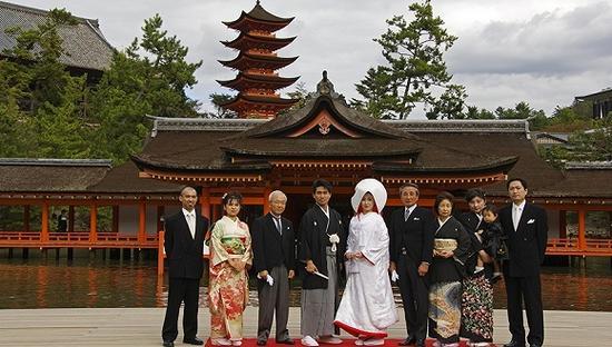 日本传统婚礼。图片来源:视觉中国