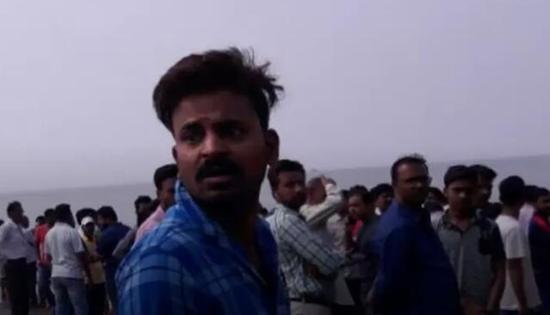 印度一艘载有40名学生船只倾覆 或因超载
