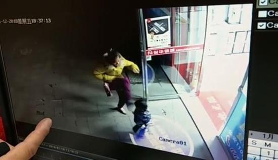 湖南衡阳4岁女童无故遭成年女子踢头部 警方回应