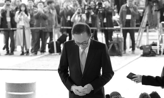 李明博接受14小时讯问 他与朴槿惠会成狱友吗?