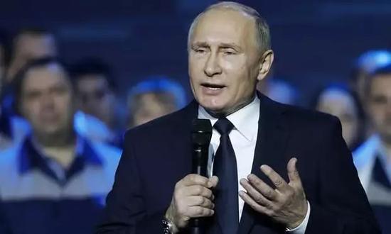 ▲2017年12月6日,俄罗斯总统普京在下诺夫哥罗德一家工厂内,正式宣布将参加总统竞选。(塔斯社)