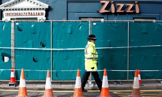 疑似中毒案事发地的餐厅已被封锁