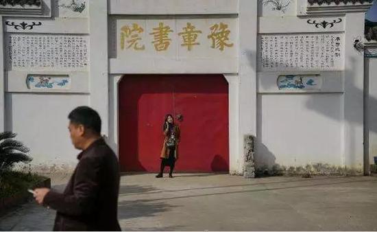 江西南昌豫章书院,今年11月被曝存在关小黑屋、打戒尺、打龙鞭等体罚学生的行为。图片来自网络