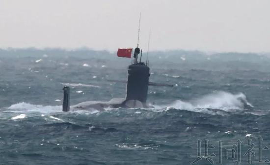 日方宣称中国潜艇进入钓鱼岛毗连区。图片来源:日本共同社