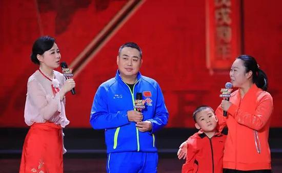 刘国梁参加《奔跑吧,新时代――2018体育嘉年华》。