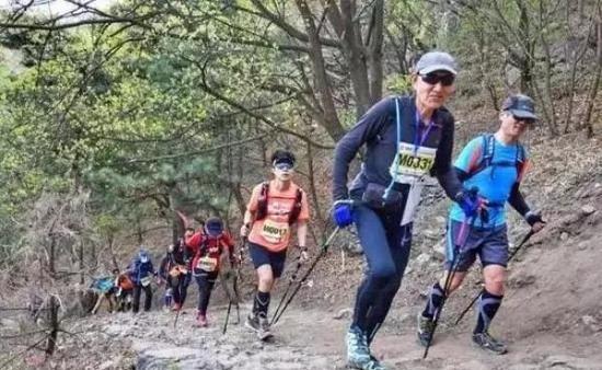 72岁传奇跑者张学利去世 古稀之年完成200里越野