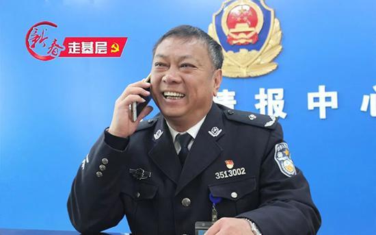 接到女儿的电话,姜政委乐开了