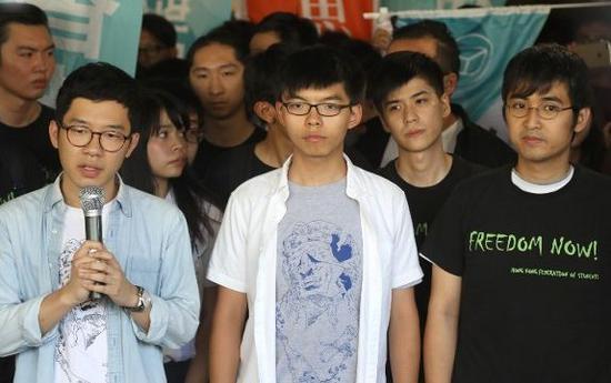 ▲罗冠聪、黄之锋和周永康(来源:香港东网)
