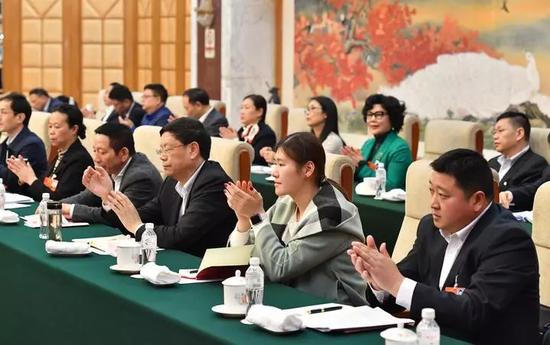 3日下午,出席十三届全国人大一次会议的浙江代表团在驻地举行全体会议。浙江新闻客户端记者 梁臻 摄