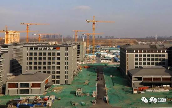 行政办公区建设的最新进展。