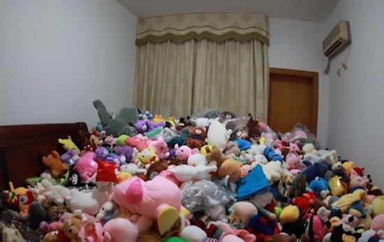 90后女孩花4万抓了7000个娃娃:能一次性把娃