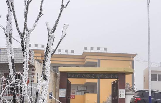 转山包小学位于鲁甸县高寒山区。