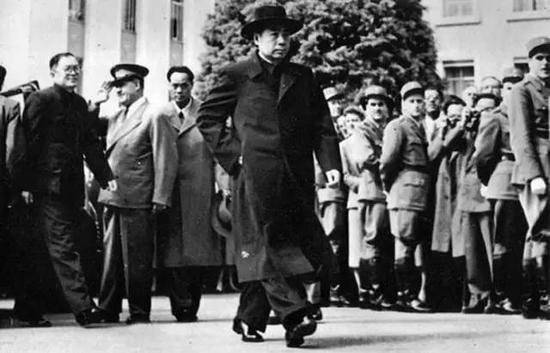 1954年,周恩来总理出席日内瓦会议