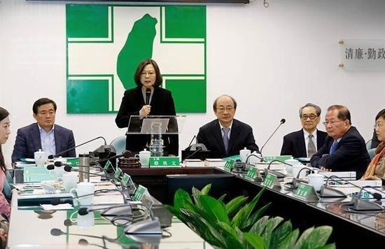 民进党认同度雪崩式下滑。(图片来源:台湾《中时电子报》)
