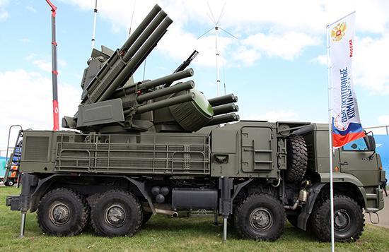 """""""铠甲""""-S1防空系统具有很强的末端防御能力,不仅可以打击低空突防的固定翼飞机和直升机,还可以打击空地弹药和巡航导弹。"""
