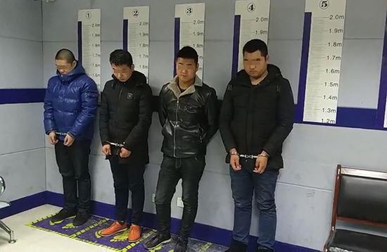 数名男子凌晨殴打他人并打伤处警民警 5人被刑拘