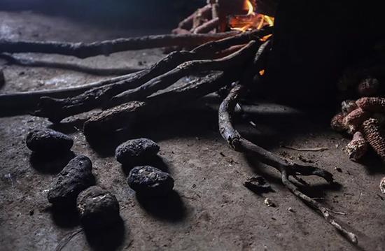 转山包村大部分主食是洋芋。