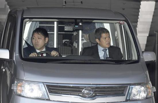11月25日,因涉嫌杀戮中国留学生江歌被捕后被移送检方的犯罪嫌疑人陈世峰所乘坐车辆。摄于警视厅。 东方IC 资料