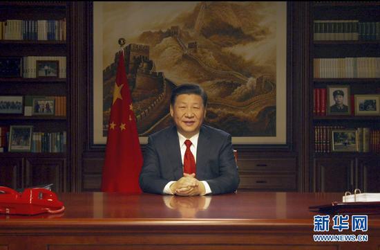新年前夕,国家主席习近平通过中国国际广播电台、中央人民广播电台、中央电视台、中国国际电视台(中国环球电视网)和互联网,发表二�一八年新年贺词。新华社发