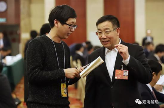 秦玉峰接受看法新闻记者专访