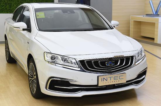 ▲宁波杭州湾新区的吉利汽车研发中心展出的一款新能源汽车。 图/新华社