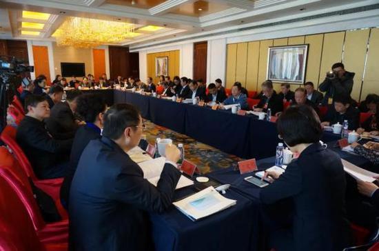 """3月5日下午,九三学社小组讨论现场。微信公众号""""团结报团结网"""" 图"""