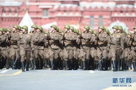 在俄罗斯首都莫斯科红场举行盛大庆典,隆重纪念卫国战争胜利70周年。新华社 资料图