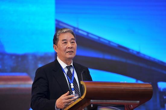 国务院参事、科技部原副部长刘燕华在论坛上作主旨演讲,题为《生态文明的新思考》