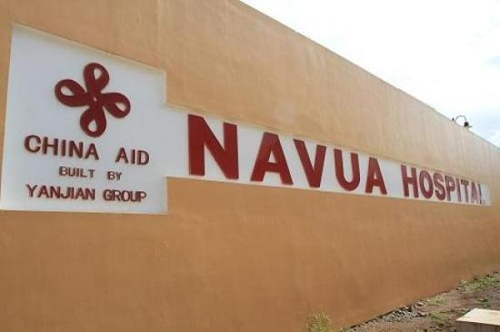 这是在斐济纳武阿镇拍摄的中国政府援建的纳武阿医院。新华社 图