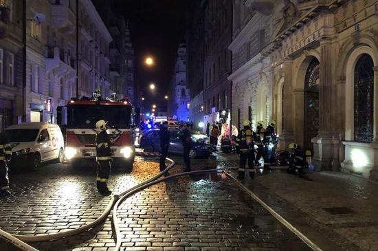 捷克首都布拉格四星级酒店起火 至少2死
