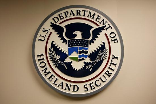 美国土安全部官员蠢哭:机密忘飞机上被