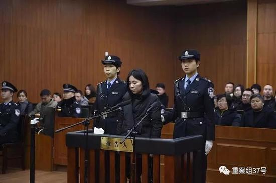 """▲2月9日,""""6·22保姆纵火案""""被告人莫焕晶在杭州中院听判。"""
