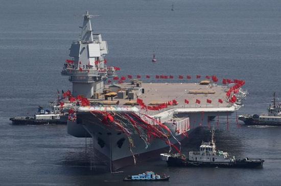 资料图片:2017年,中国国产首艘航母001A型下水。(图片来源于网络)