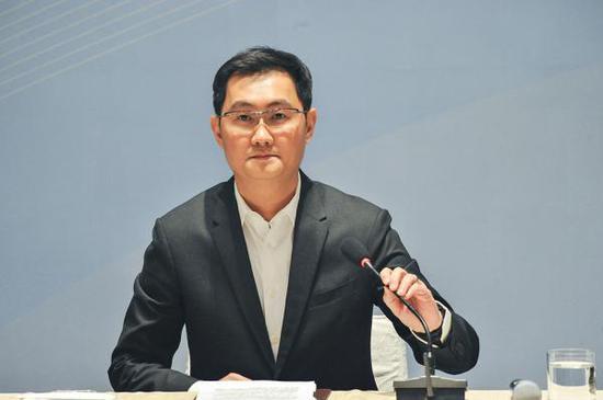 3月3日,北京,天下人年夜代表、腾讯公司董事会主席马化腾在媒体相同会上。视觉中国 图