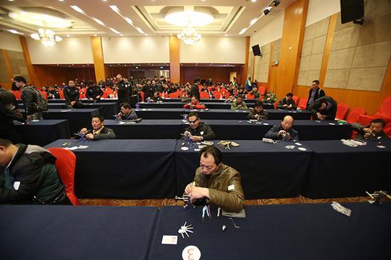 12月1日上午,武汉市公安局治安局举行的全市首场开锁从业人员技能考核现场。 应后威 图
