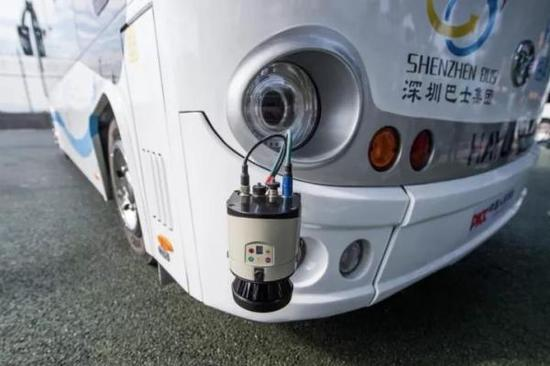 阿尔法巴智能驾驶公交的雷达感应装置。