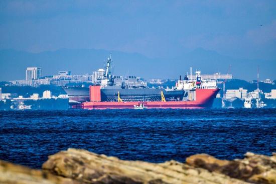 """运载""""菲茨杰拉德""""号的运输架号半潜船,图片均来自推特yas@klymenos_b"""