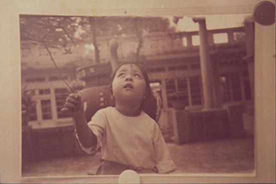 童年时期的卢丽安。澎湃新闻记者 张呈君 翻拍