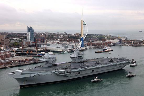 """今年夏天完成首航的""""伊丽莎白女王""""号采用双舰岛的独特设计。"""