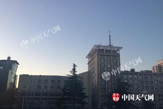 今天早晨,北京天气晴朗,但气温较低。