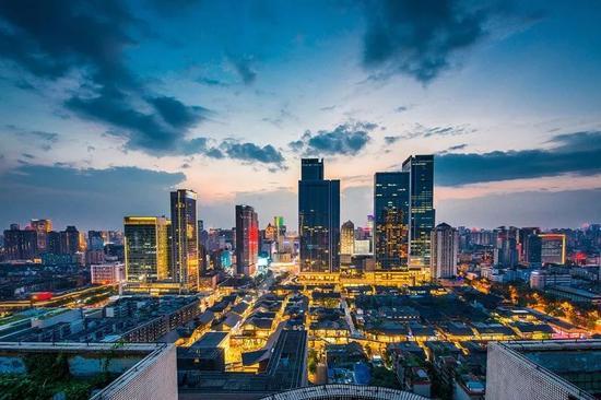 成都夜景(图源:视觉中国)