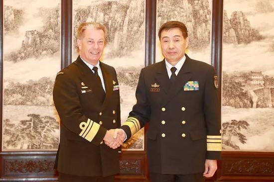 沈金龙会见澳大利亚海军司令