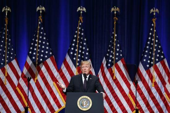 12月18日,在美国华盛顿,特朗普就发布国家安全战略发表讲话。 (新华/美联)