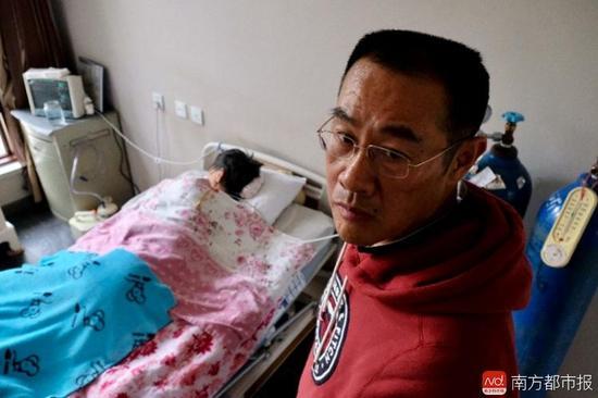 王焕凯说,要通过坚持刑事诉讼,换张津华和社会一个公道。(罗逸爵 摄)