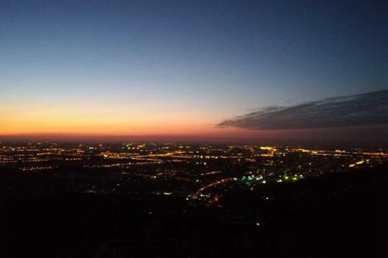 今天早晨,北京大部能见度仍较好。(图片来源:@气象北京 张金艳)