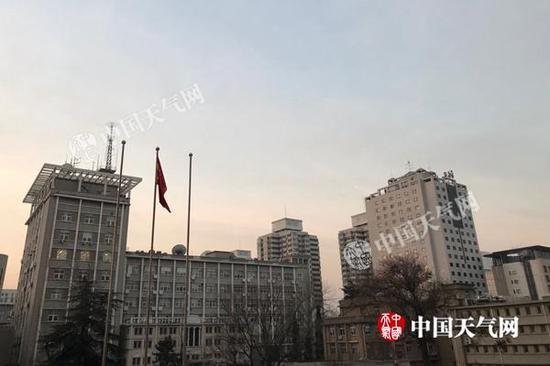 今晨,北京云量有所增多。